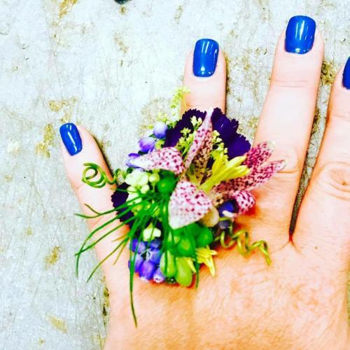 Allison Schatz<br>One-of-a-kind botanical couture pieces